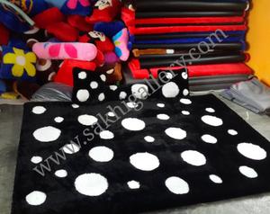 karpet polkadot hitam putih