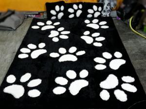 Karpet gambar kaki kucing